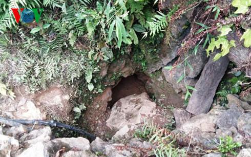 2 phu vàng mắc kẹt trong hang sâu đã tử vong 1