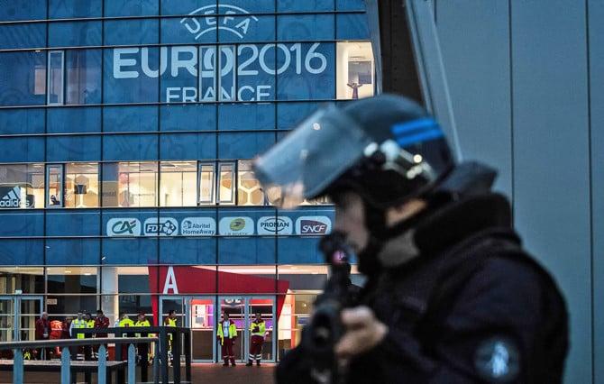 Pháp ra mắt ứng dụng cảnh báo khủng bố dịp EURO 2016 1