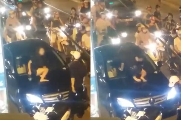 Cô gái gào khóc trèo lên nắp capô đập kính xe sang 1