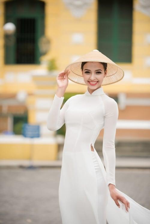 Ngẩn ngơ ngắm nhan sắc của Hoa hậu Pháp trong tà áo dài trắng 2