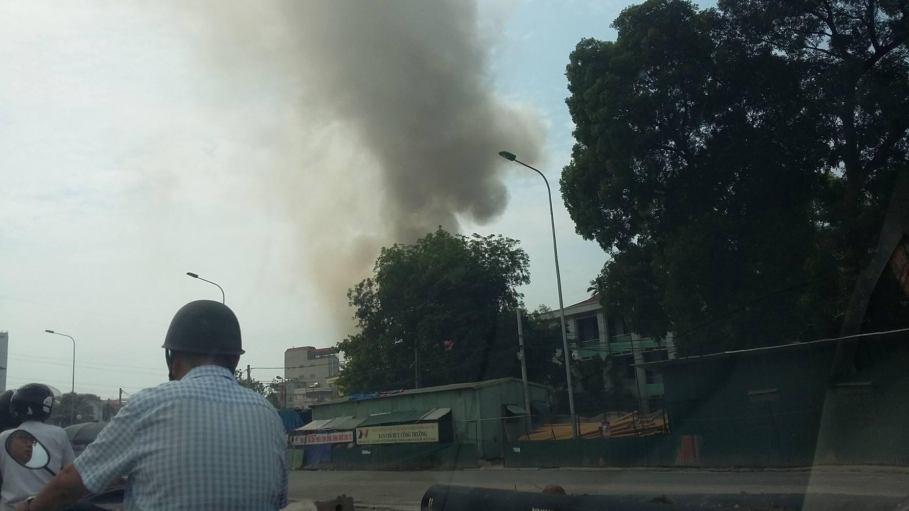 Hà Nội: Cháy lớn tại kho hàng ở 109 Trường Chinh 1