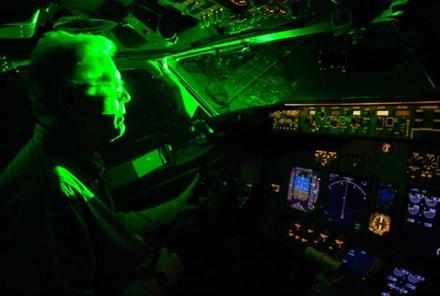 Thủ tướng yêu cầu điều tra động cơ chiếu tia laser vào máy bay 1