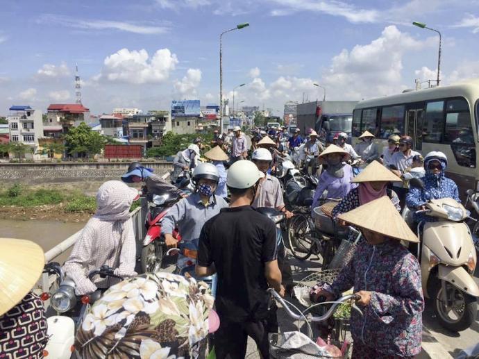 Nam Định: Nữ sinh nhảy cầu tự tử 1