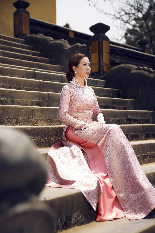 Ngỡ ngàng vẻ đẹp của Hoa hậu ba con ở tuổi 40 6