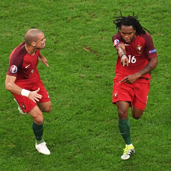 Ronaldo vô duyên, Bồ Đào Nha may mắn vào bán kết 1