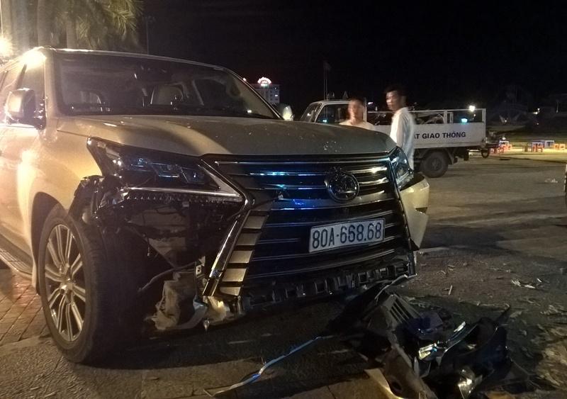 Siêu xe Lexus 570 gây tai nạn liên hoàn, 5 người trọng thương 1