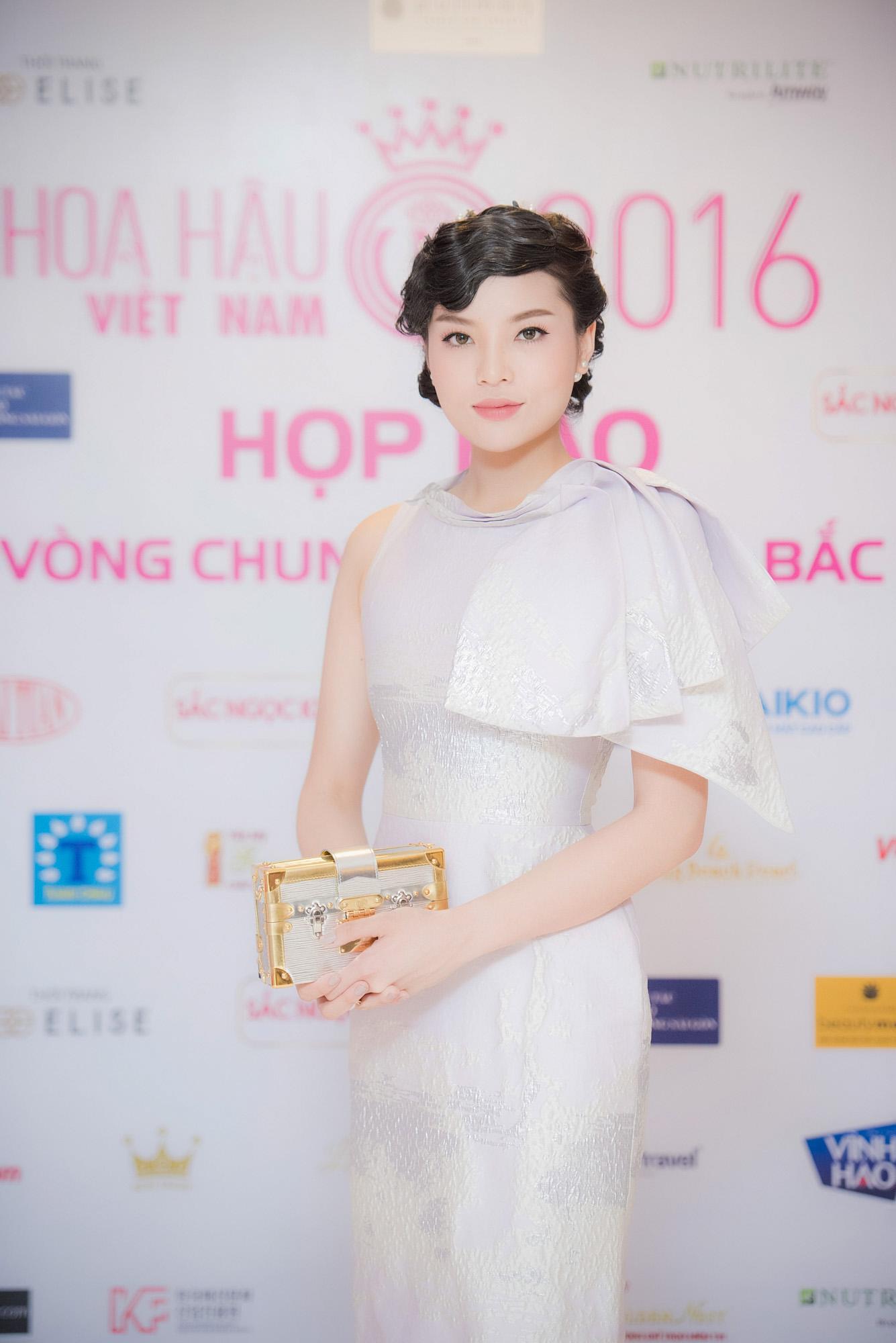 Hoa hậu Kỳ Duyên bị chê già đanh khi đi sự kiện 2