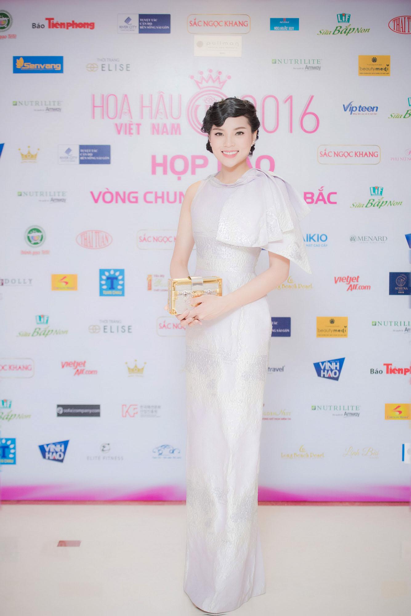 Hoa hậu Kỳ Duyên bị chê già đanh khi đi sự kiện 3