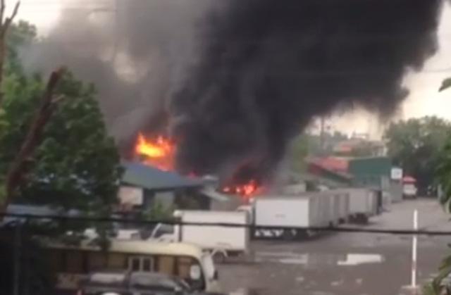 Cháy lớn ở cây xăng Đền Lừ, Hà Nội 1