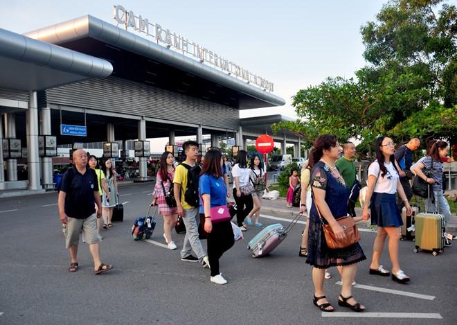 Hướng dẫn viên Trung Quốc đang 'tung hoành' khắp Thái, Hàn 11