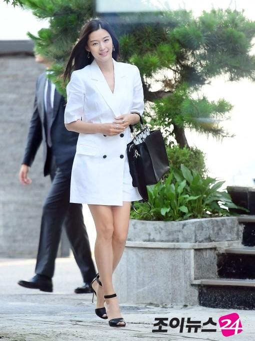 Jeon Ji Hyun đọ sắc bên 'Nữ hoàng Seondeok' trong lần tái xuất sau sinh 1