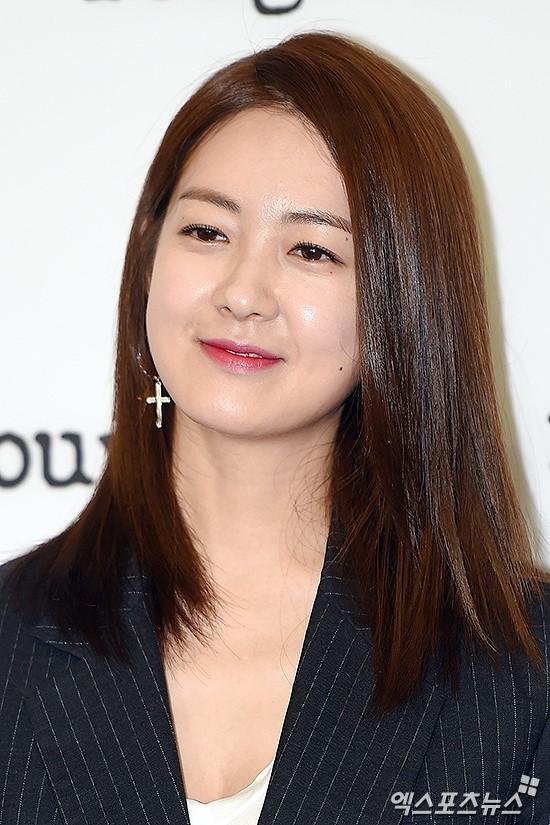 Jeon Ji Hyun đọ sắc bên 'Nữ hoàng Seondeok' trong lần tái xuất sau sinh 8
