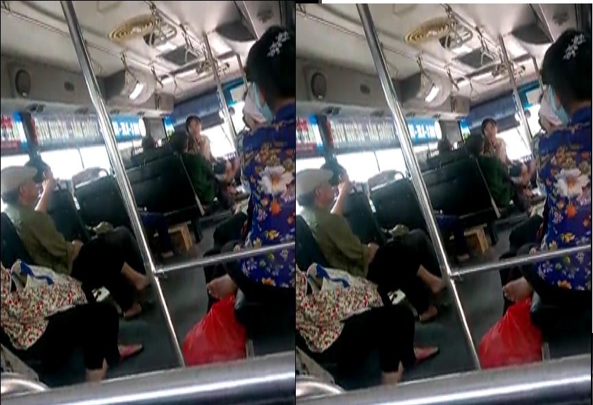 Clip nữ nhân viên xe buýt quát mắng vị khách lớn tuổi gây phẫn nộ 1