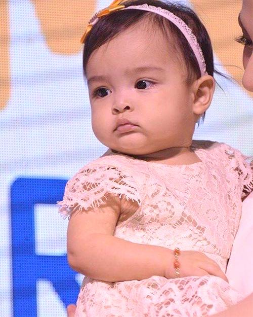 Con gái mỹ nhân đẹp nhất Philippines càng lớn càng đáng yêu 1