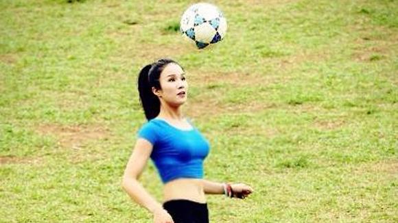 Sport for Kids - Video: Ca sĩ Diệp Lâm Anh thi tài tâng bóng cùng các cầu thủ nhí
