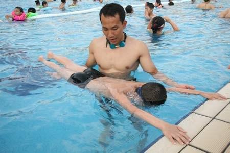 Hình ảnh Kinh nghiệm bơi lội: Cách đối phó với chuột rút khi bơi số 2