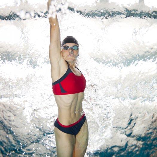 Hình ảnh Kinh nghiệm bơi lội: Cách đối phó với chuột rút khi bơi số 1