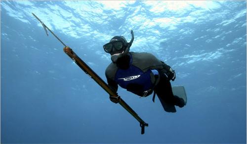 Hình ảnh Thợ săn cá bắn chết bạn vì tưởng vớ được cá lớn số 1