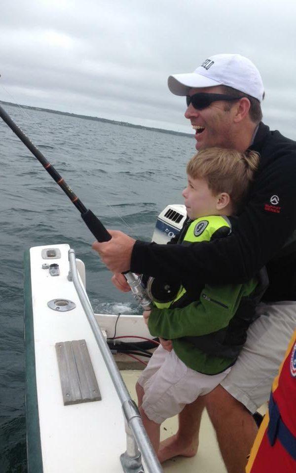 Cậu bé 6 tuổi câu được cá mập trắng