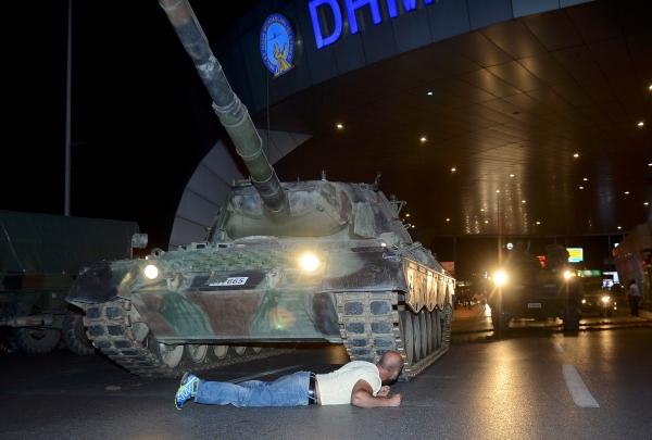 Đảo chính Thổ Nhĩ Kỳ chính thức bị dập tắt, 1.563 người bị bắt   4