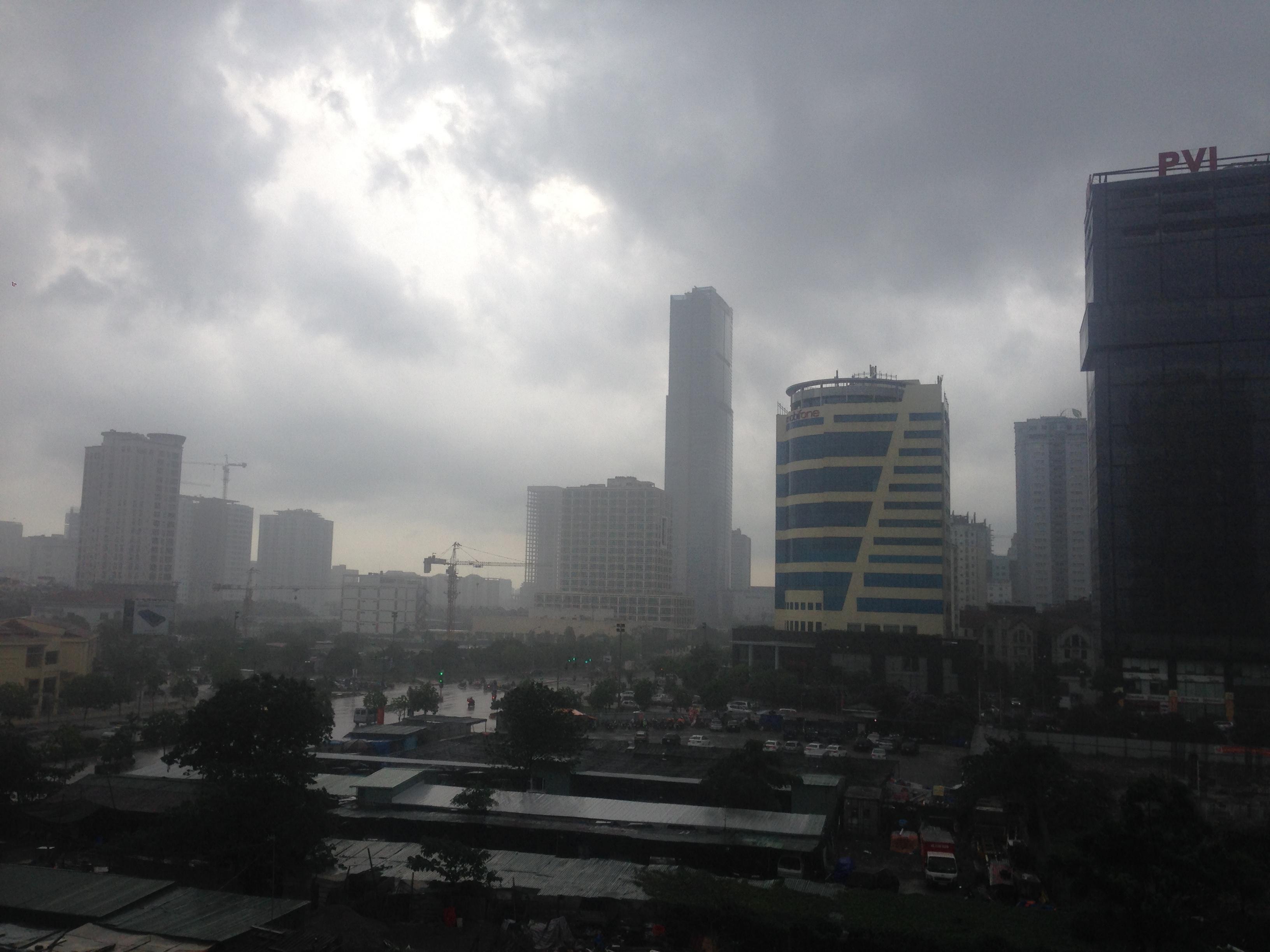 Hà Nội có mưa dông, cuối tuần mát 1