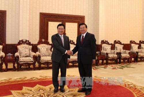 Lãnh đạo Lào tiếp đón Thủ tướng Phạm Bình Minh nhân Hội nghị AMM-49 1
