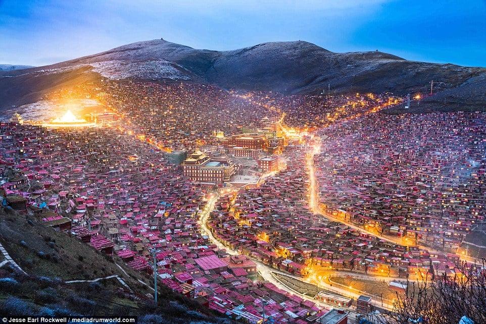 Vẻ đẹp của Học viện Phật giáo Tây Tạng trước khi bị TQ phá hủy 1