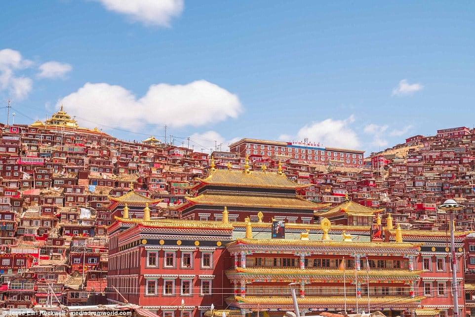 Vẻ đẹp của Học viện Phật giáo Tây Tạng trước khi bị TQ phá hủy 10