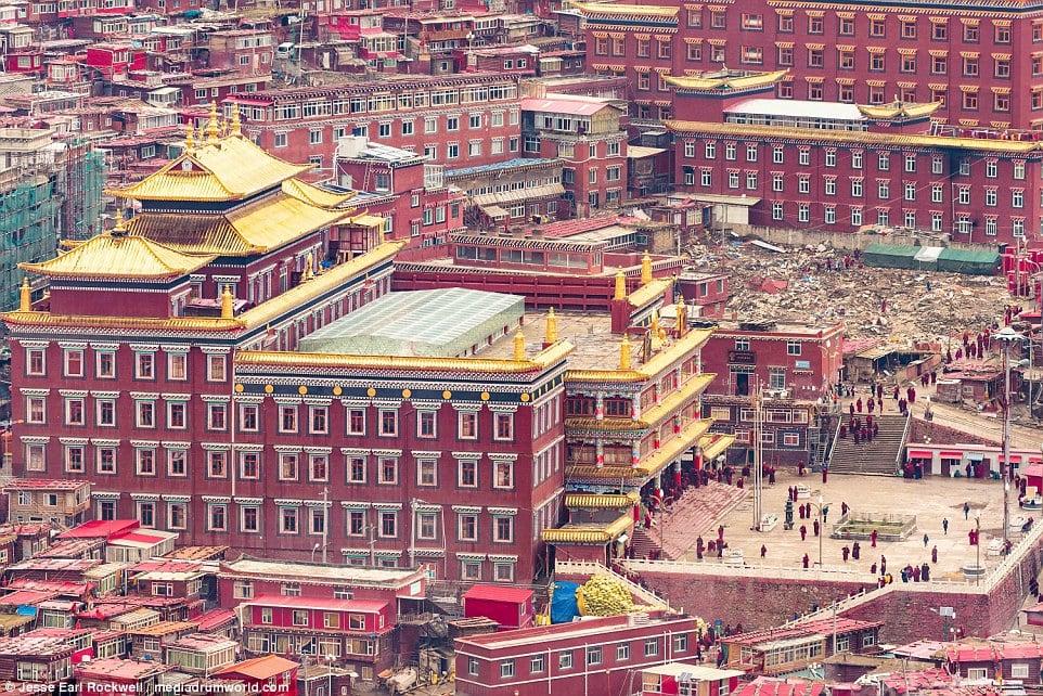 Vẻ đẹp của Học viện Phật giáo Tây Tạng trước khi bị TQ phá hủy 11