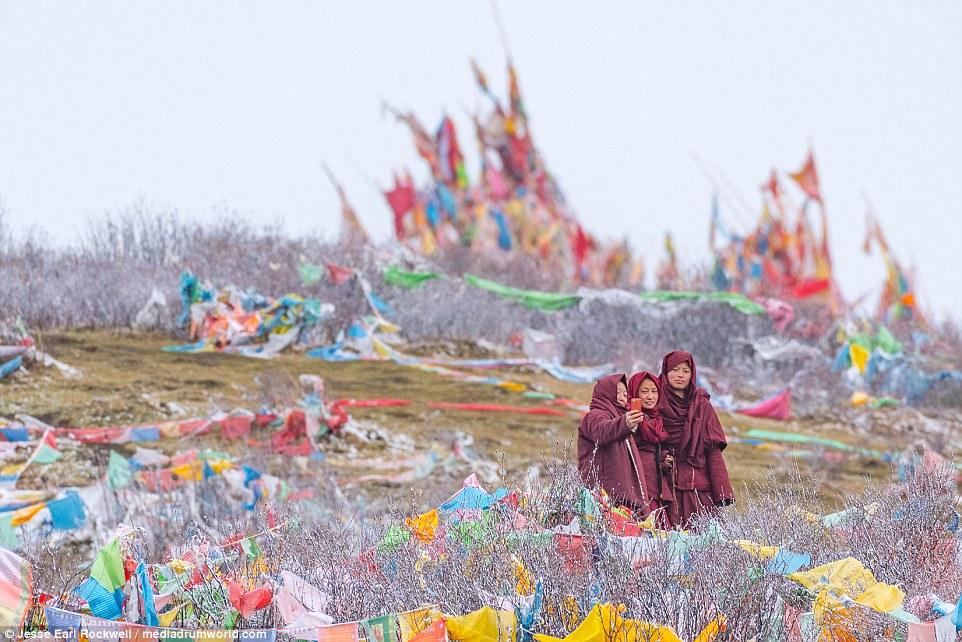Vẻ đẹp của Học viện Phật giáo Tây Tạng trước khi bị TQ phá hủy 19