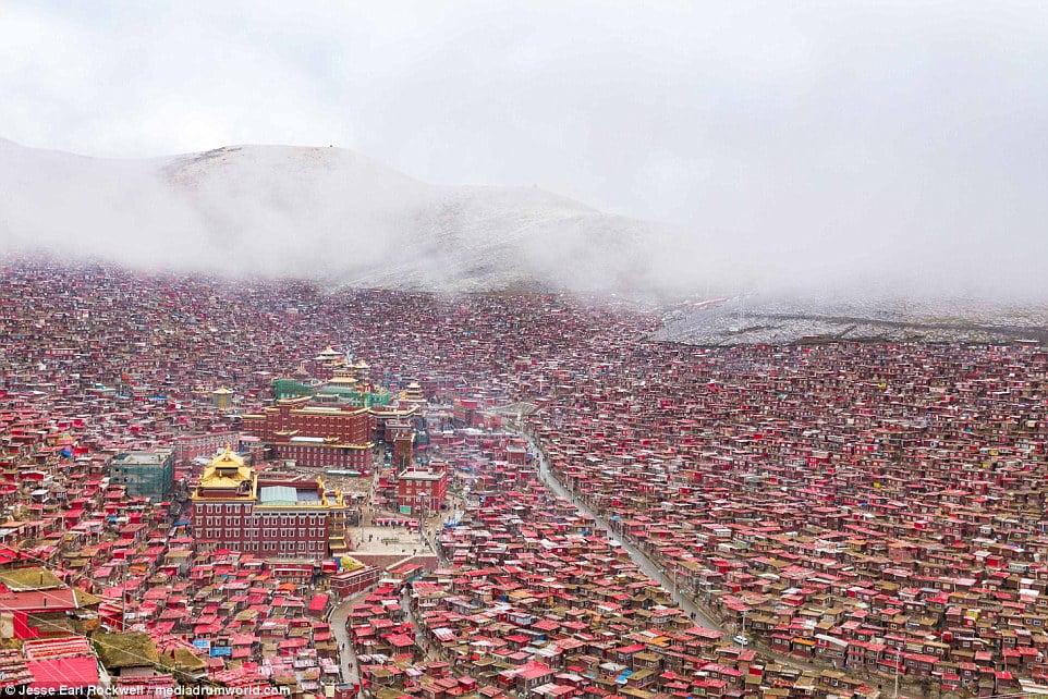 Vẻ đẹp của Học viện Phật giáo Tây Tạng trước khi bị TQ phá hủy 2
