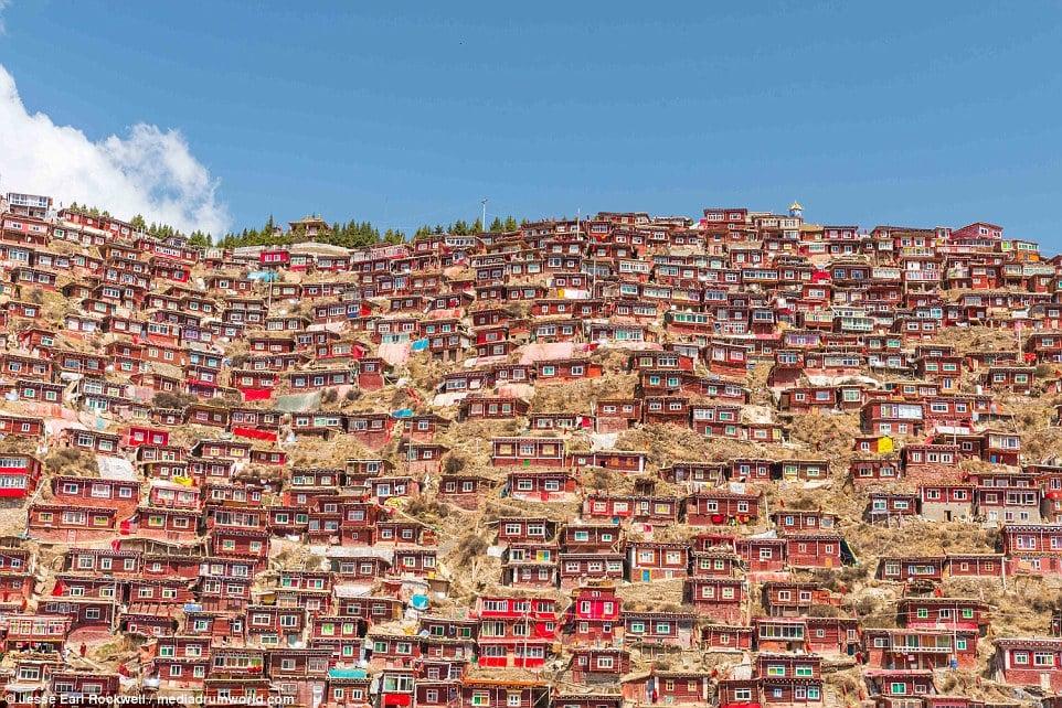 Vẻ đẹp của Học viện Phật giáo Tây Tạng trước khi bị TQ phá hủy 3