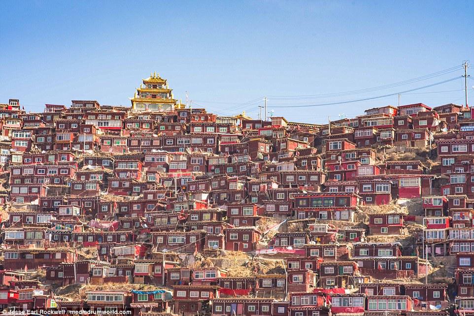 Vẻ đẹp của Học viện Phật giáo Tây Tạng trước khi bị TQ phá hủy 6