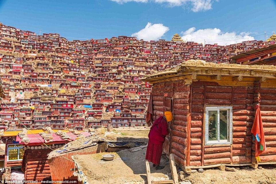 Vẻ đẹp của Học viện Phật giáo Tây Tạng trước khi bị TQ phá hủy 7