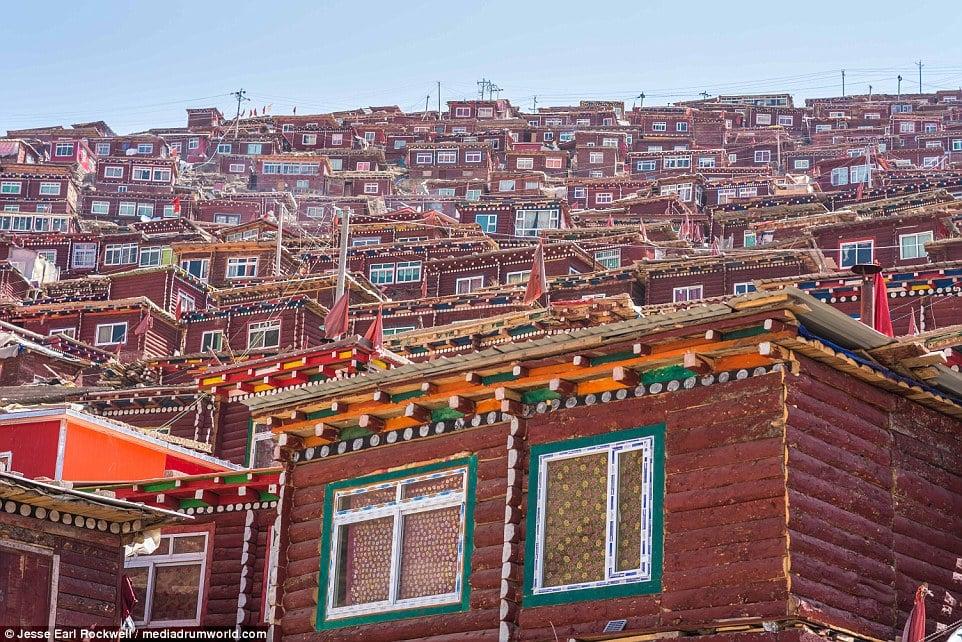 Vẻ đẹp của Học viện Phật giáo Tây Tạng trước khi bị TQ phá hủy 8
