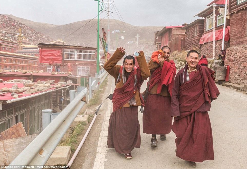 Vẻ đẹp của Học viện Phật giáo Tây Tạng trước khi bị TQ phá hủy 9