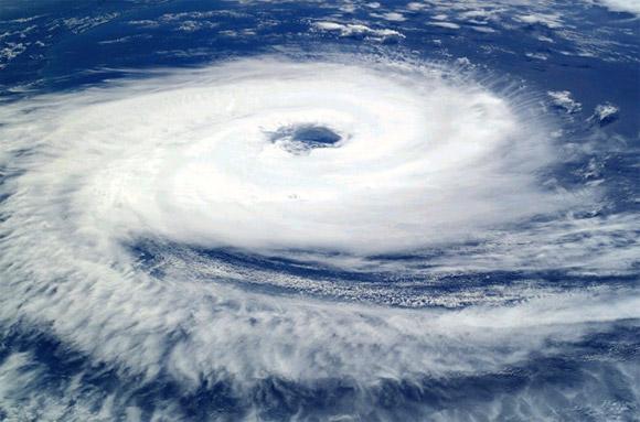 Áp thấp nhiệt đới giật cấp 9 trên Biển Đông, cách Hoàng Sa 120km 1