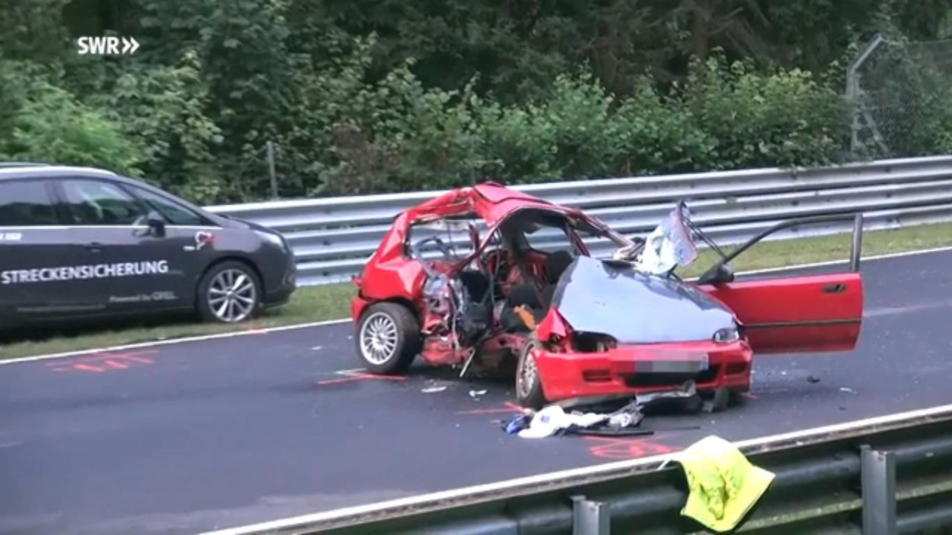 Honda Civic bị đam tan tành, 2 người tử vong 2
