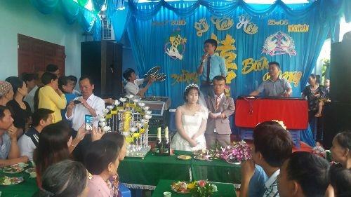 Đám cưới cổ tích của cô dâu xinh đẹp và chú rể tí hon 1