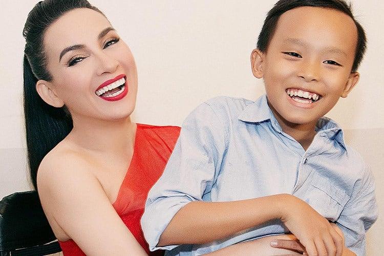Phi Nhung tìm việc giúp bố mẹ Hồ Văn Cường ở Sài Gòn 1