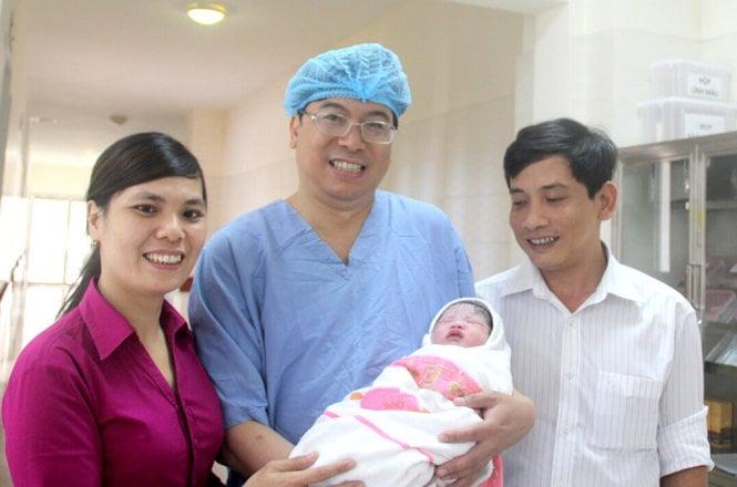 Thừa Thiên Huế: Bé gái mang thai hộ đầu tiên chào đời 1
