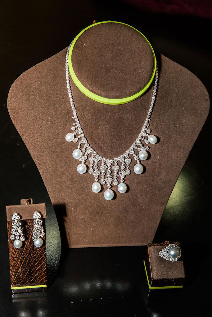 Lý Nhã Kỳ tổ chức triển lãm kim cương triệu đô 3