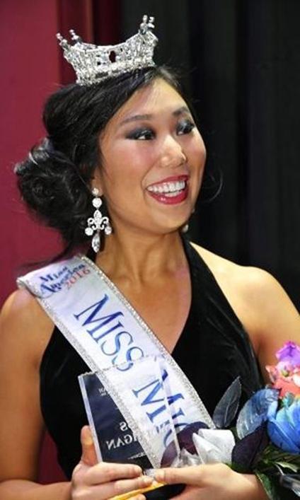 Cô gái đăng quang Miss Michigan bị
