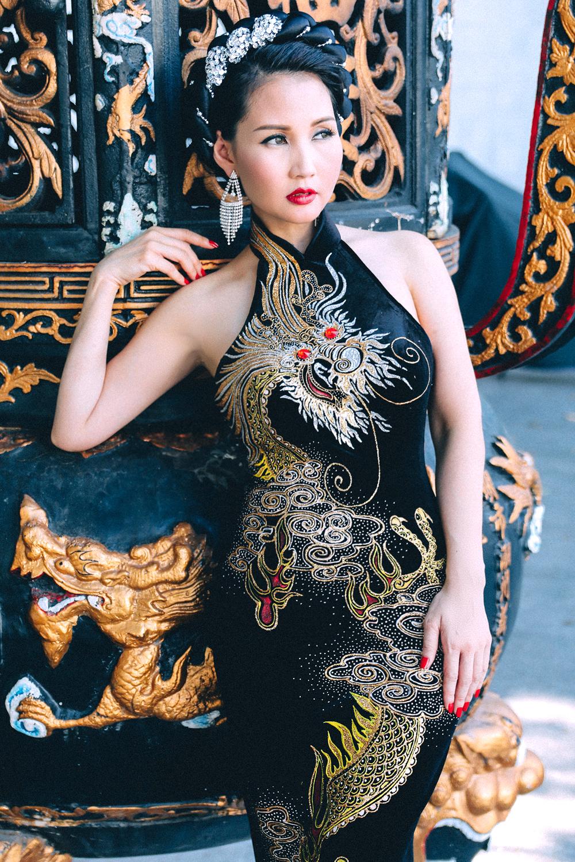 Hoa hậu Quý bà Sương Đặng gợi cảm với váy dạ hội họa tiết rồng 1