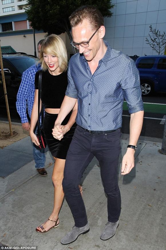 Taylor Swift và bạn trai hẹn hò vui vẻ xóa tan tin đồn rạn nứt 2