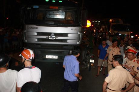 Tai nạn giao thông, thiếu nữ chết thảm dưới bánh xe tải 1