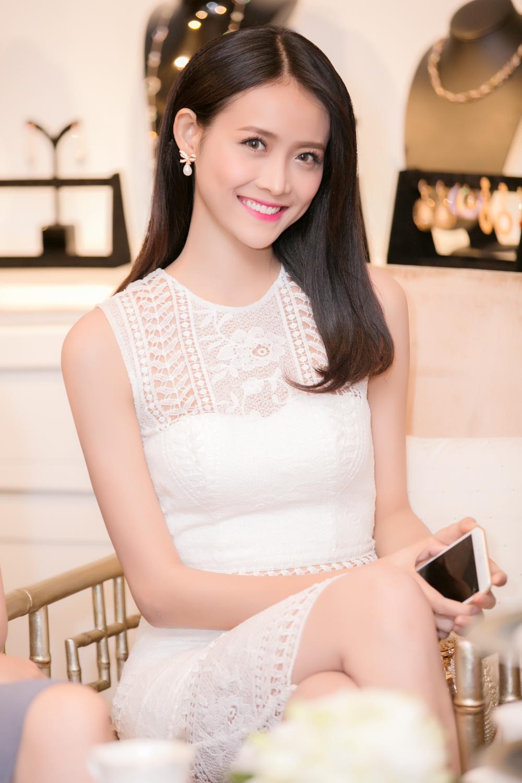 Trương Mỹ Nhân diện đầm trắng tinh khôi yêu kiều dự sự kiện 2