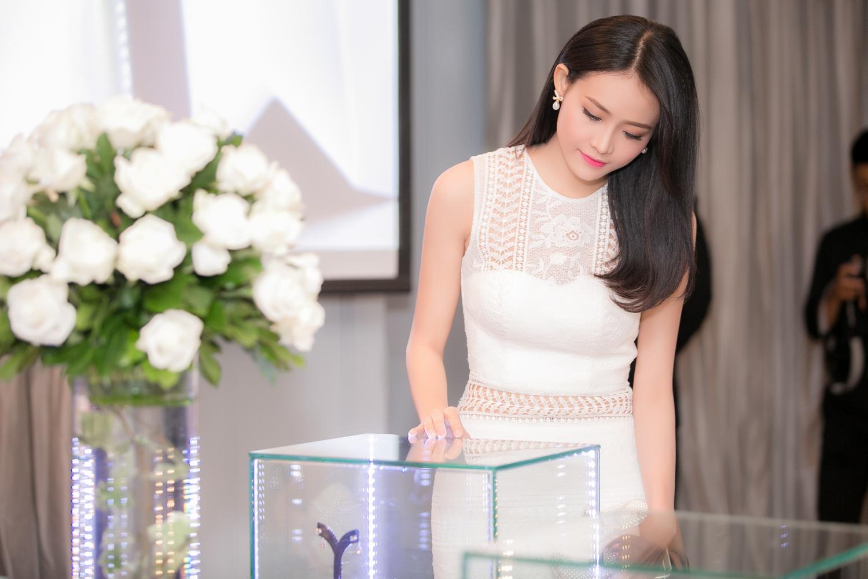 Trương Mỹ Nhân diện đầm trắng tinh khôi yêu kiều dự sự kiện 3