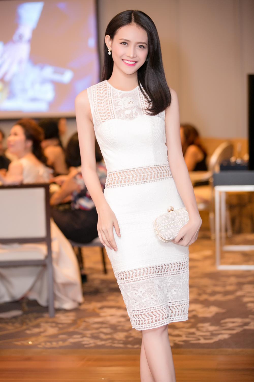 Trương Mỹ Nhân diện đầm trắng tinh khôi yêu kiều dự sự kiện 5