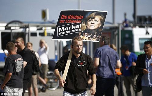 Đức: Hàng chục nghìn người biểu tình đòi bà Merkel từ chức 2
